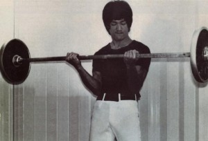 bruce-lee-barbell-curls