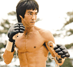 bruce-lee-workout-routine-fighting-stance